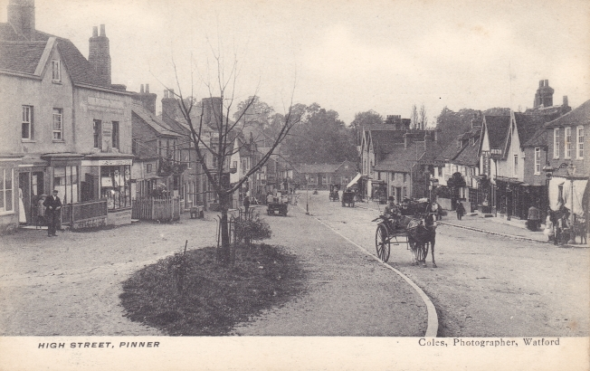 Looking down the High Street circa 1905